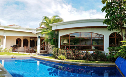 San Jose One-Story Home with Private Pool in Condominium for Sale